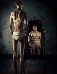 Anoressica allo specchio
